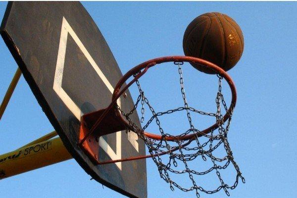 Вес баскетбольного мяча: сколько весит в баскетболе, какое давление должно быть, чему равна масса, цвет и окружность, как делают