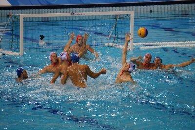 Водное поло: правила игры кратко, количество и время таймов по регламенту, сколько игроков играют в команде у женщин, голы